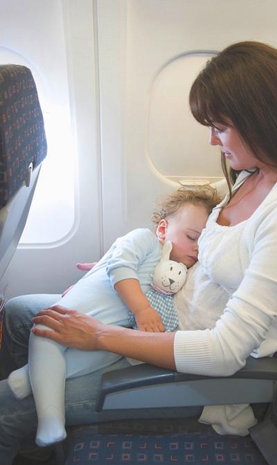 flyga-med-spädbarn